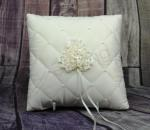 Ring cushion - quilted ivory image